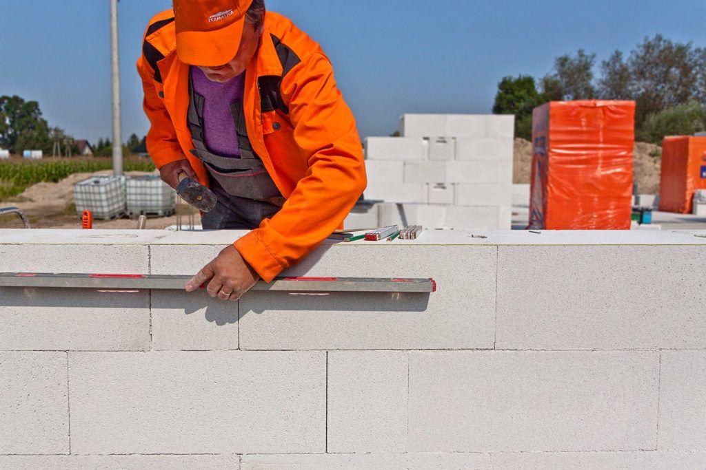 termalica budowa z bloczków